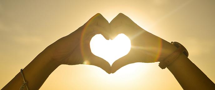 sunset-hands-love2-woman